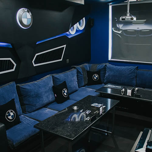 Hollywood Deluxe Cinema Room BMW