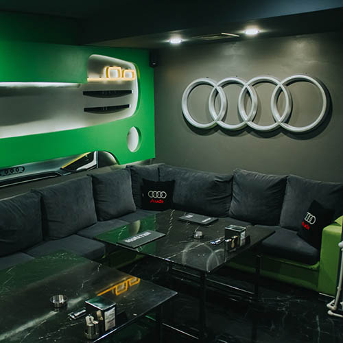 Hollywood Deluxe Cinema Room Audi