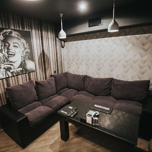 Hollywood Gold Cinema Room 8