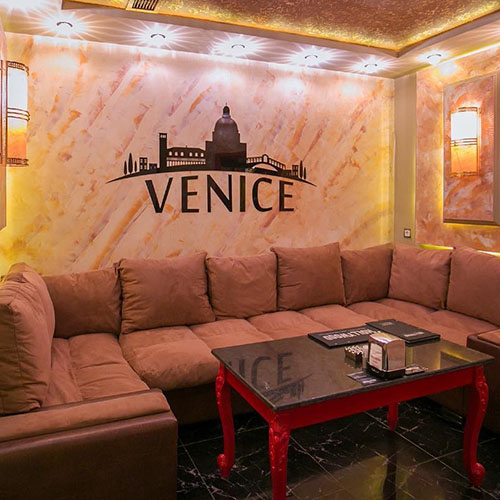 Hollywood Planet Cinema Room Venice